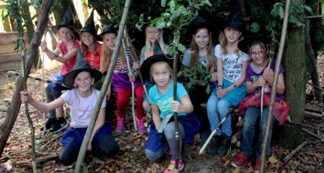 Hexengeburtstag|Waldsofa|Sommer